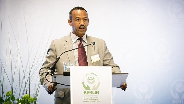 Gebru Jember Endalew, Presidente del Grupo de Países Menos Desarrollados, durante una conferencia climática en Berlín en 2017. Foto: LEDS GP/Flickr. Lic: CC BY 2.0