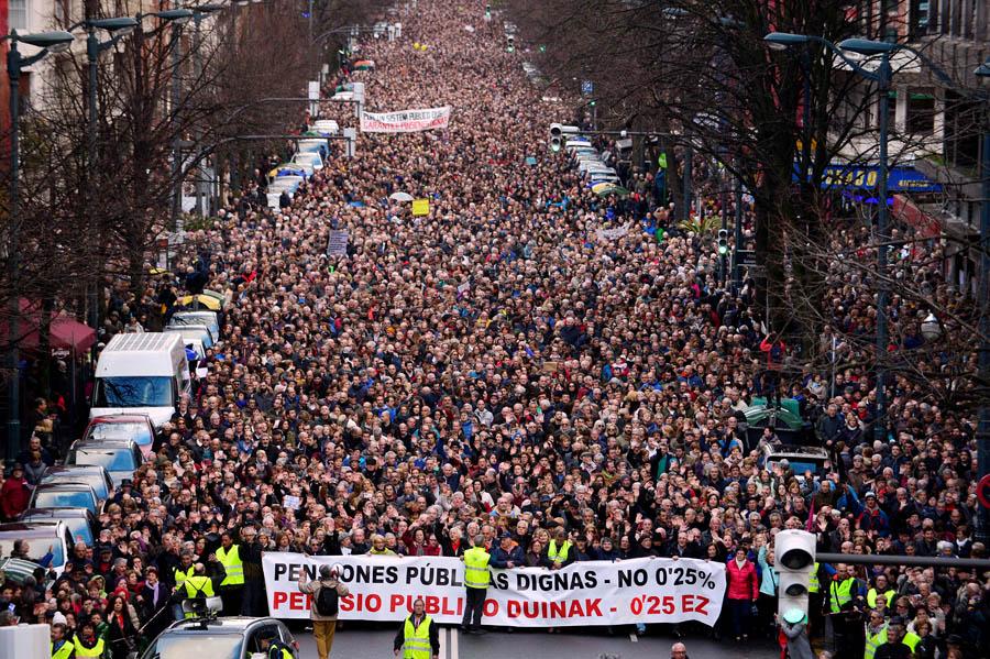 Manifestación por las pensiones en Bilbao el 17 de marzo de 2018 (Vincent West/REUTERS)